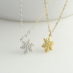 Tiny Snowflake Necklace  http://rstyle.me/n/dw4cpnyg6