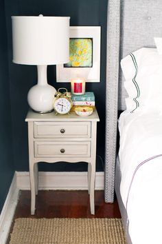 love the low hanging picture by bedside table