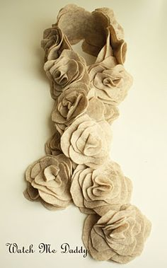 Cute DIY felt flower scarf