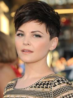 Too bad I would look HORRIBLE with this hair. But gosh darnit, I love it on her