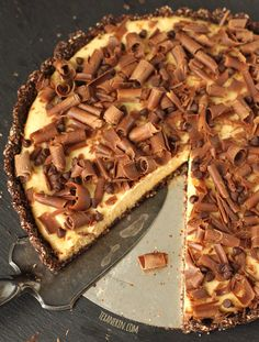 Healthier Peanut Butter Pie – naturally sweetened and uses natural peanut butter!