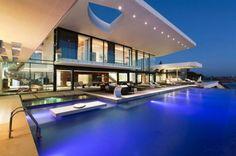 Una villa de fantasía es como mejor se puede describir a The Villa Sow House, la más reciente residencia diseñada por la firma de arquitectos SAOTA. Esta imponente propiedad de dos pisos está localizada en la cima de un acantilado en Dakar, Senegal.