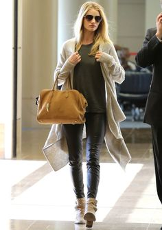 fashion, cloth, street styles, cozy sweaters, big bags, leather pants, airport style, airport outfits, travel outfits