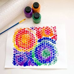 Bubble Wrap Print- Along with being a fun way to encourage fine motor skills by popping those itty-bitty plastic bubbles, your little one can use bubble wrap for creating a really cool painting!