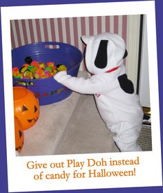 Give out play doh instead of candy for Halloween! Find out other trick-or-treat alternatives from our nutrition blogger!