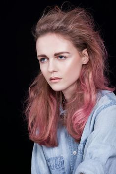 Marie's dark blonde hair with a soft pastel pink hue going through it. Photography by Janna Tode.