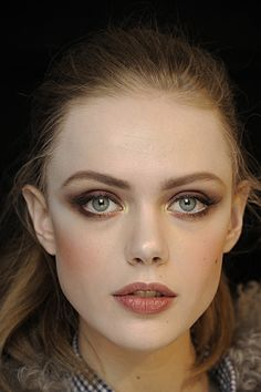 Frida Gustavsson: Beautiful fall makeup-not too heavy or dramatic, just right