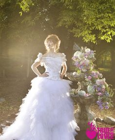 photo: truelovephoto.com published: ourweddingmag.com hair: tinaromo.com make-up: brushworxmakeup.com  flowers: ambiencefloral.com