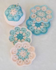 Pinned this blog entry for the colors, the actual patterns are linked with in the blog ~ Solo Crochet Adventures via Down Grapevine Lane, picture via Flickr