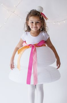 Un disfraz ideal para una fiesta divertida: farolillo de papel! / A lovely costume for a fun party: paper party lantern!