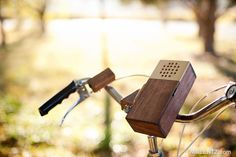 Truffol.com   Wooden bicycle stereo for your smartphone. #tech #gadgets #bicycle #retro #wood #music
