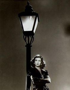 Joan Bennett in publicity still for Scarlet Street (1945, dir. Fritz Lang).....she is soo pretty