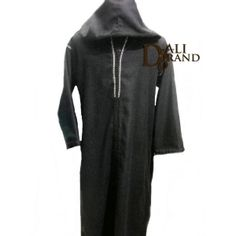 Traditional Jellaba for men with light embroidery ideal for an ordinary day. Simple and comfortable, it's suitable for both indoor and outdoor happenings. Especially made of fluid and flexible tissue, this Jellaba is available in grey with brown and white embroidery.