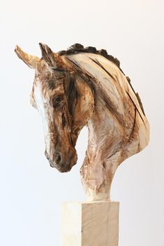 Horse' wooden sculpture made by a chainsaw. Artist: Jürgen Lingl-Rebetez.
