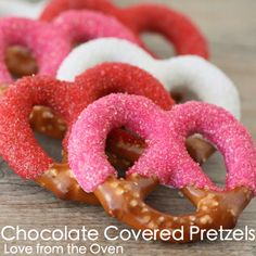 holiday, valentine day ideas, valentine treats, chocolate covered pretzels, food, chocolate dipped, homemade valentines, snack, parti