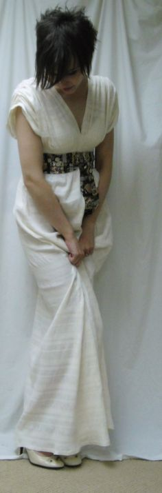This easy-fitting Grecian Sundress can be made full length or knee length      free #sewing #pattern