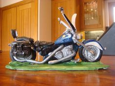 Learning Curves! #1: How I made a Sugarpaste Harley Davidson - 2010 - by FifiCakes @ CakesDecor.com - cake decorating website