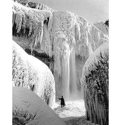 Taken in 1911 when Niagara Falls were completely frozen