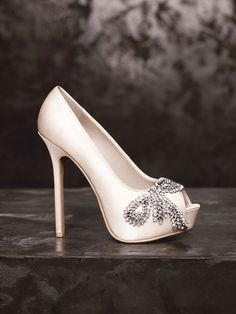 """White by Vera Wang .This is a real stunner. 6"""" of stiletto and a chunky hidden platform give way to the bow embellishment. A really lovely Wedding Shoe."""