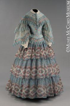 Dress About 1854-1855 Wool mousseline de laine, cotton lining, bone M973.1.1.1-2 © McCord Museum