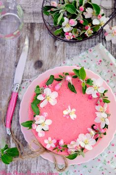 lil pink cake strawberry cakes, pink cakes, mari chioca, food, strawberries, ana rosa, flower, blossoms, strawberri bavarian
