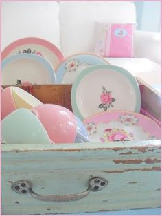 vintage plates, vintage crockery, vintage dishes, old drawers, pastel colour