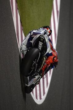 Jorge Lorenzo . Qatar free practice . MotoGP 2013..now this is one of the sickest pics i have seen.great photography!