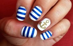 A gold anchor on the ring finger is quite eye-catching.
