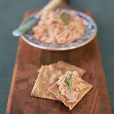 Wild Salmon Plate:  Mix 4 ounces canned salmon with 3 tablespoons chopped celery, 1 tablespoon lemon juice, 1 tablespoon chopped fresh chives, 1 teaspoon olive oil, and 1/4 teaspoon each of dried dill and black pepper. Serve with 10 whole-grain crackers and 1/2 cup each of cucumber slices and bell pepper slices. | health.com