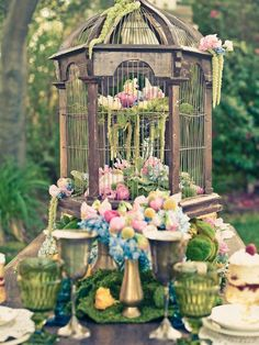 Gardens Tablescapes:  What a lovely idea for a garden tablescape!