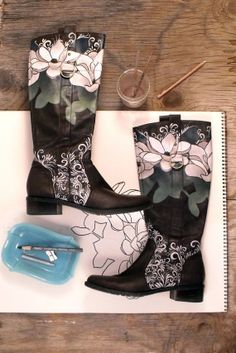 Handpainted Leather Boots Wearable Art van FairtoMiddln op Etsy, $85.00