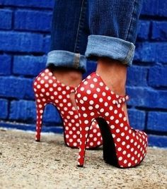 Oh, just looking at these polka-dot  pumps is making me ridiculously happy...