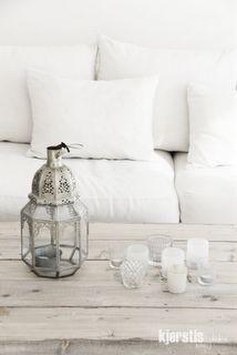rustic wood+white+lanterns