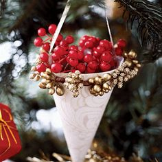 oldfashion paper, paper cones, christmas crafts, christma decor, easi christma