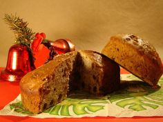 Pan de Pascua...(Consists of a sweet dough, like a cake, dark with ginger and honey, to which is added candied fruits, raisins corintas and sometimes nuts and almonds. It is common in the cuisine of Chile during the Christmas season).