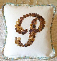 button monogram, vintage buttons, monogram pillow, craft idea, cushions