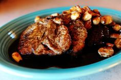 Pionner Woman's pork chops with garlic and wine sauce