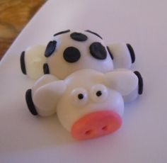 Moooo Cow :) fondant cake, animal cakes, cake creation, cake toppers