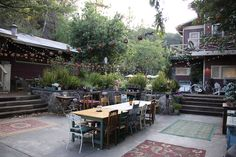 Love the backyard set of Parenthood!  Want part of my backyard to look like that!!!!