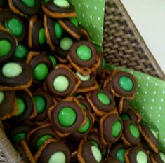 st. patrick's day treat - chocolate mint pretzel kisses