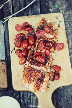 grilled salmon and cherry tomatoes