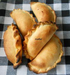 Masa para empanadas doradas  http://lacocinadeile-nuestrasrecetas.blogspot.com.es/2012/12/masa-de-empanadas-dorada.html