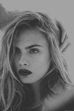dark lip + bold brows.