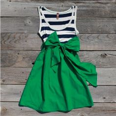 DIY dress cute!! @Christine Smythe Connelly SINCE YOU HAVE THE SEWING MACHINE AT YOUR HOUSE! YOU HAVE TO MAKE ME ONE! :)