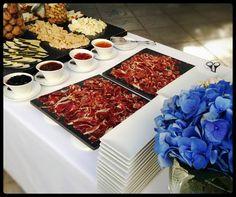 Los buffets, uno de los recursos más empleados en los eventos, siempre con producto de la máxima calidad y cuidando la presentación hasta el mínimo detalle. Buffets, one of the most important resources in the events, always with the highest quality product and looking after the presentation to the smallest detail.