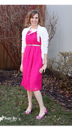 this is a fun, simple DIY adult pillowcase dress, with a lace overlay - - I LOVE this, and so easy to make!