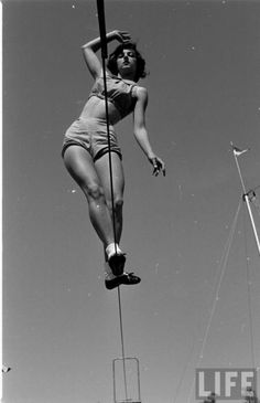 tightrop walk, vintag circus, rope, life magazine photos, vintage circus, 1952, florida state university, magazin photo, vintag beauti