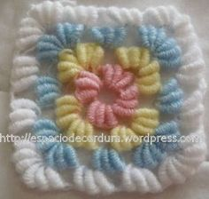 Fluffy granny square with step by step picture instruction and it has a link for video (Spanish site)