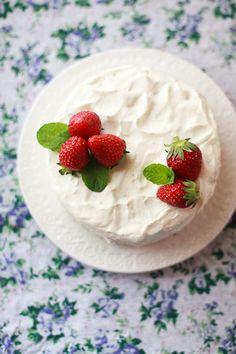 strawberry & cream sponge cake
