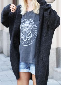 Vintage print tee and chunky knit cardigan. Via LA COOL & CHIC